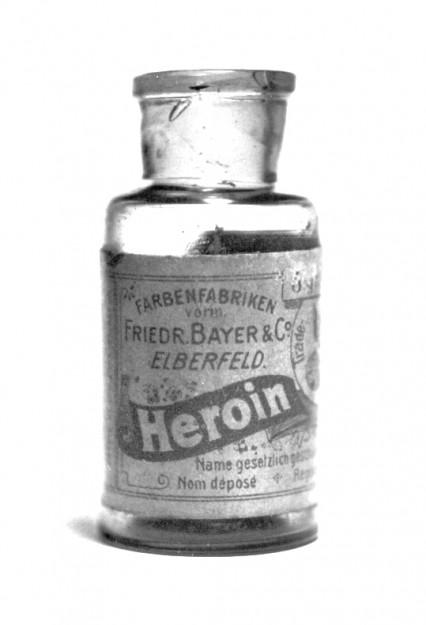 das ist eine flasche mit reinem heroin